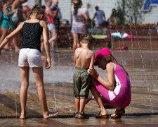 лето жара фонтан люди дети погода