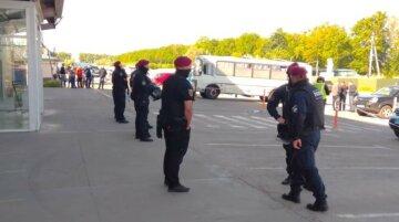 Взрывы прогремели на киевском рынке, все оцеплено полицией: детали и кадры с места ЧП