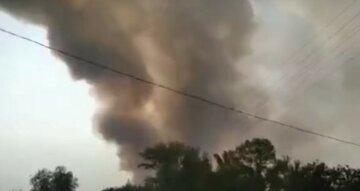 Масштабный пожар охватил школу, здание фактически разрушено: кадры с места ЧП