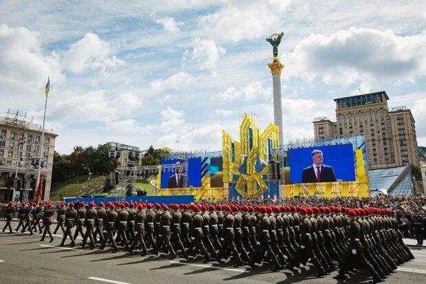 Порошенко-военный парад