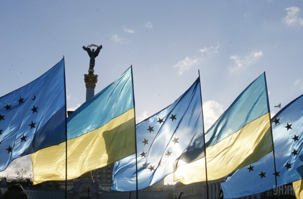 Украина-ЕС флаги