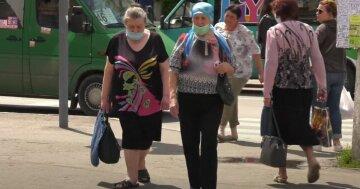 пенсіонери в масках, пенсії, зупинка, маршруки, пенсіонерки, бабусі
