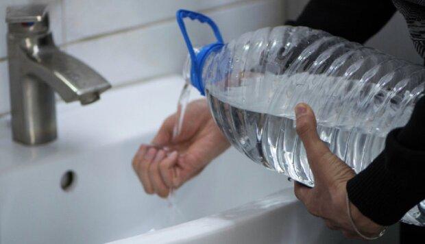 Під Одесою жителів залишили без води у спеку: подробиці і кадри НП