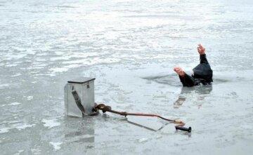 Під лід провалилися двоє дорослих і дитина, з'їхалися рятувальники: перші подробиці НП