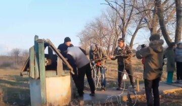 Пробув у колодязі близько 2 тижнів: рятувальна операція розгорнулася на Харківщині, кадри з місця