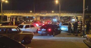 Дрифт под мостом закончился печально в Одессе, видео: слетел с машины на глазах у толпы