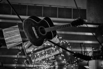 гитара сцена музыкант умер