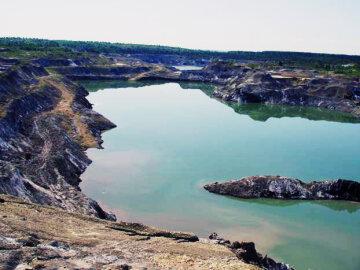 """Держекоінспекція Карпатського округу проведе перевірку: """"Домбровський кар'єр становить підвищену екологічну небезпеку"""""""
