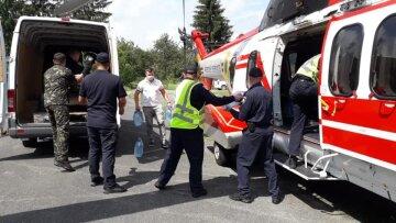 Взрыв в Карпатах унес жизни туристов: полиция нашла обломки снарядов, кадры с места