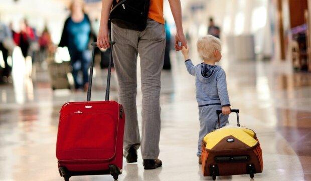 ребенок, вывоз за границу, чемодан