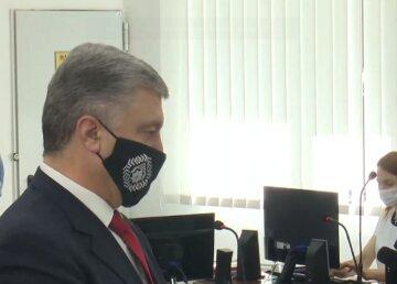 """Истощенного Порошенко допрашивают по сдаче Крыма и госизмене, кадры из суда: """"Я делал все..."""""""