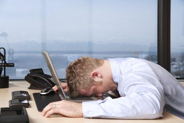 работа, рабочее место, человек спит