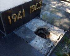 харьков могила вандалы