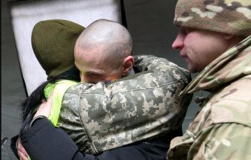 Обмен пленными состоялся: украинские герои вернулись на родину, самые яркие кадры