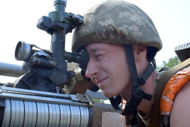 Бійці ЗСУ показали знищення бази бойовиків з висоти пташиного польоту: яскраві кадри