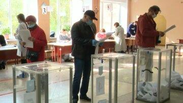 """В Чернигове проголосовали за Путина, фото: """"Маразм крепчает и цементируется"""""""