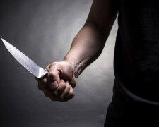 нож, покушение на журналистку