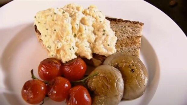 Легендарний кухар назвав головний секрет ідеальної яєчні: все змінить лише одна деталь