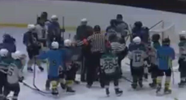 В Украине тренер устроил драку с детьми: видео массового побоища