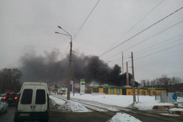 Перші кадри страшної пожежі в Харкові (фото, відео)