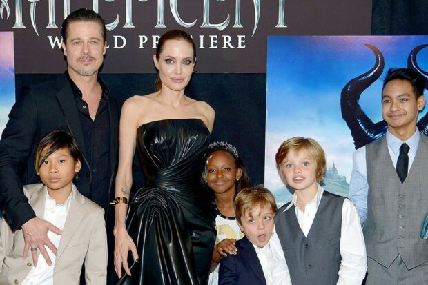"""Джоли подпортила Брэду Питту день рождения, детали слили в сеть: """"Забрали охранники"""""""