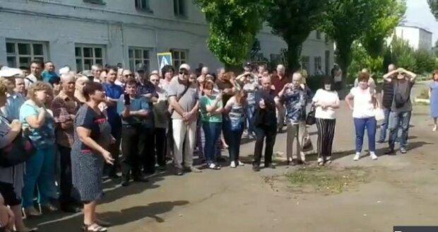"""Харьковчане взбунтовались из-за отсутствия зарплат, кадры: """"На работу не выйдем!"""""""