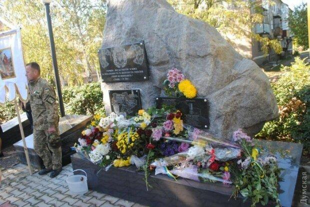 Вандали спаплюжили пам'ятник героям АТО (фото)