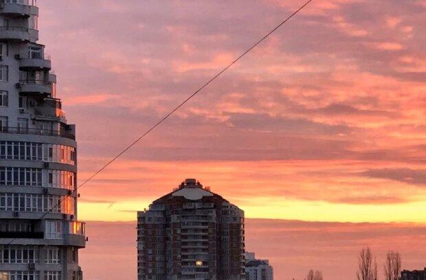 Одесситов поразил пылающий закат в небе на День Соборности: грандиозные кадры
