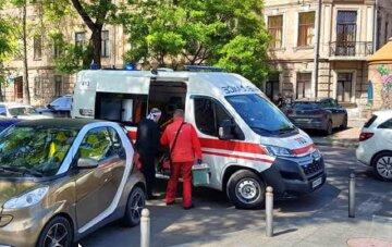 ЧП возле собора в центре Одессы, примчалась скорая: кадры с места