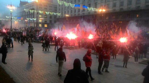 Главное за день: «огненное» празднование в Киеве и массовые задержания в Крыму