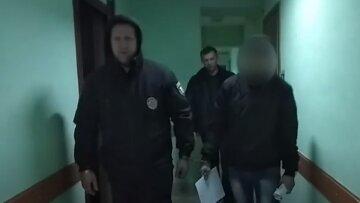 "Мужчина жестко поиздевался над старушкой на Одесчине, видео: ""сломал нос и ..."""