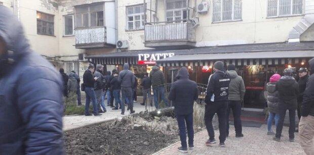 """В Одессе титушки  устроили разборки в кафе, фото: """"хозяин не расчитался"""""""