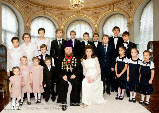 В Одессе священник УПЦ воспитывает 28 приемных детей в православном центре