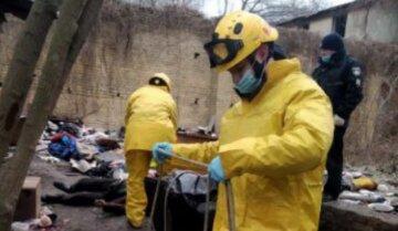 Трагедія в Києві: у каналізації знайшли чоловіка без ознак життя, фото і деталі