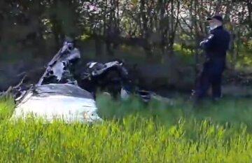Самолет рухнул под Днепром и разлетелся на части, все в огне: кадры и данные о погибших