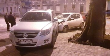 Іномарка несподівано вискочила на тротуар у центрі Одеси, є потерпілий: кадри ДТП