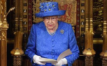 Елизавета II удивила нарядом: использованы самые модные цвета 2019 года, фото