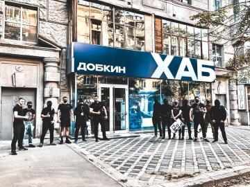 На локации «ДОБКИН ХАБ» напали националисты из «Фрайкор». Добкин подозревает заказ городской власти