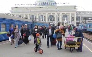"""Туристы заполонили Одессу, в ОГА паникуют: """"полицейские не успевают штрафовать"""""""
