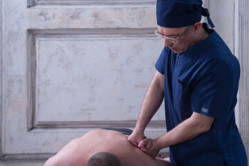 Врач-массаж-боль