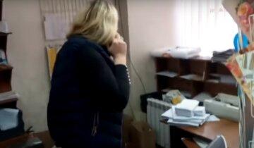 """""""Идите отсюда"""": работница Укрпочты прославилась после отказа говорить на украинском языке, видео"""