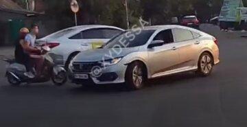 """Підлітки розбилися в ДТП, відео: """"перелетіли над машиною і впали на землю"""""""