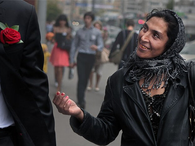Погрожували ножем на очах у натовпу: роми безчинствують у Києві
