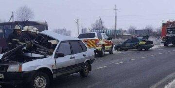 Пришлось разрезать кузов: на Харьковщине страшная авария с пассажирским автобусом, есть жертвы
