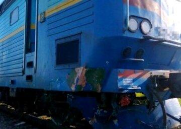 """Поїзд перетворив авто з українцями на купу металу, з'явилися кадри з місця: """"Цапом-відбувайлом зроблять..."""""""