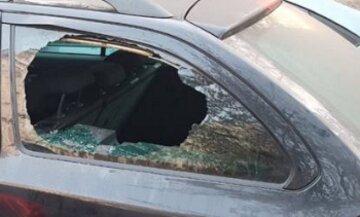"""В Киеве за ночь разбили стекла и обокрали сразу 5 авто: """"в одной из машин находился..."""""""