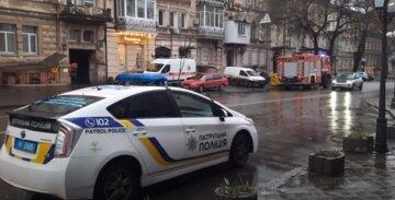 Неадекват влаштував підпал будинку в центрі Одеси, з'їхалися всі служби: відео того, що відбувається
