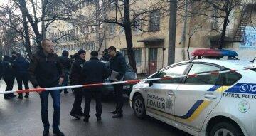 Вандали в Одесі знищують все на своєму шляху, фото: під руку потрапили автомобілі та вітрини кафе