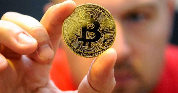 Курс биткоина: на крипторынке продолжается падение