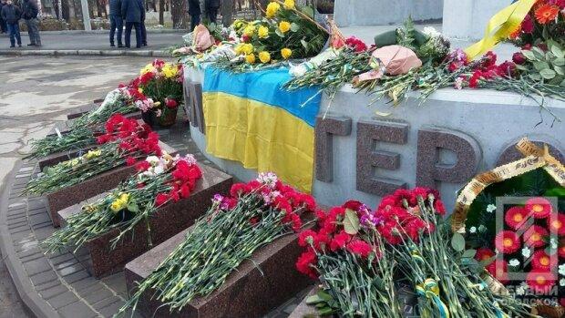В Кривом Роге открыт первый в Украине монумент погибшим воинам АТО (фото)